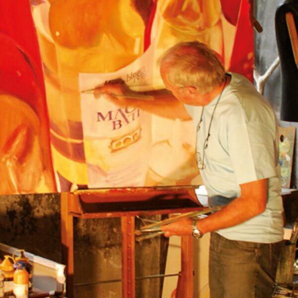Der Künstler Burkhard Weber bei seiner Arbeit