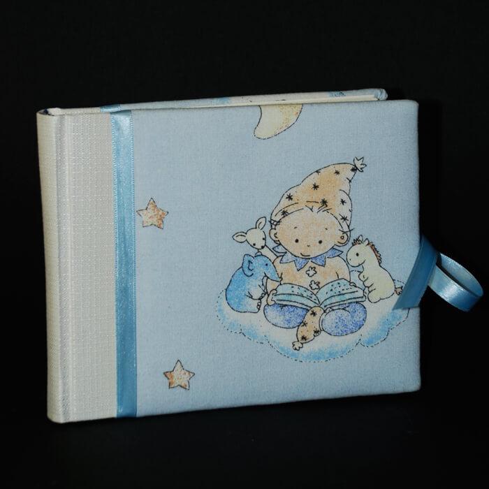 kleines hellblaues Notizbuch mit Kindermotiv und baluer Schleife